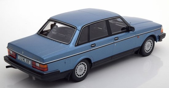 Volvo 240 GL Limousine 1986 Blauw Metallic 1-18 Minichamps Limited 504 Pieces