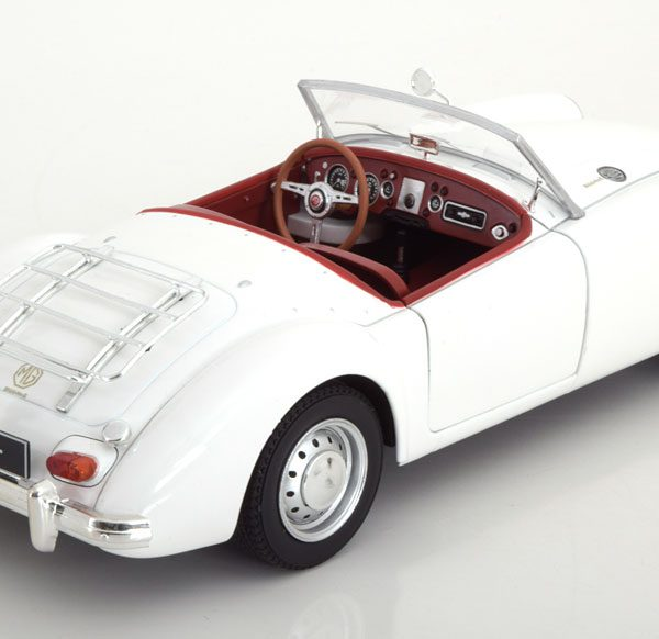 MG A MKII A1600 Roadster 1961 Wit 1-18 Triple 9 Collection