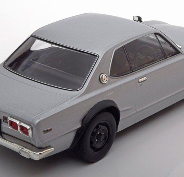 Nissan Skyline GT-R KPGC10 1:18 Zilver Triple 9 Collection