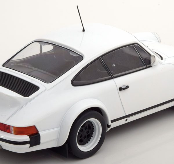 Porsche 911 SC Plain Version 1982 Wit 1/18 Ixo Models