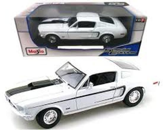 Ford Mustang GT Cobra Jet 1968 Wit 1-18 Maisto