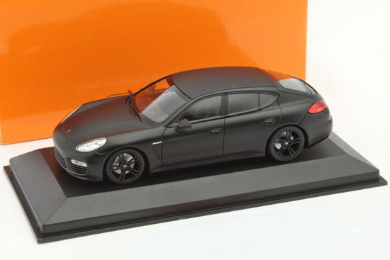 Porsche Panamera Turbo 2013 Matzwart 1-43 Maxichamps