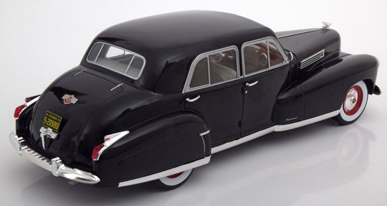 Cadillac Serie 60 Special Sedan 1941 Zwart 1-18 MCG Models