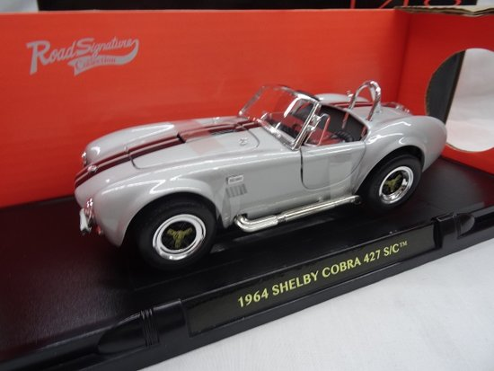 Shelby Cobra 427 S/C 1964 Grijs 1-18 Lucky Diecast