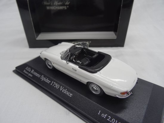 Alfa Romeo Spider 1750 Veloce 1968 1:43 Wit Minichamps Limited 1008 pcs.
