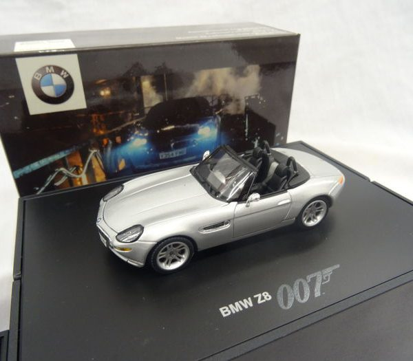 "BMW Z8 ""The World is Not Enough"" James Bond 007 1999 Minichamps 1-43"