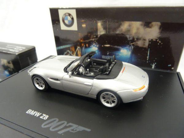 "BMW Z8 ""The World is Not Enough"" James Bond 007 1999 Minichamps 1-43"