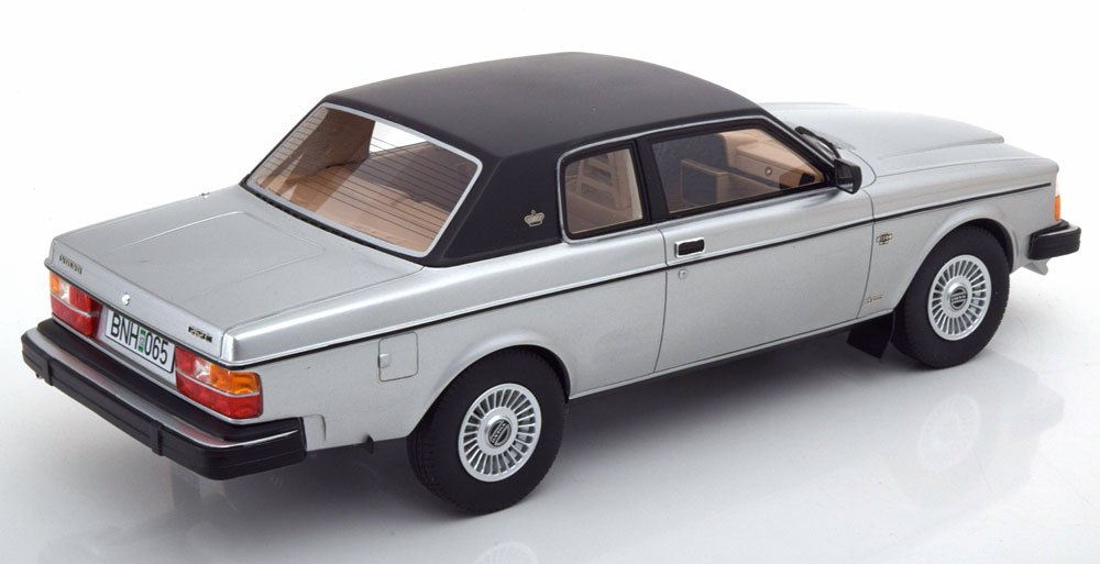 Volvo 262C Bertone Coupe 1978-1982 Zilver 1-18 Cult Scale Models ( Resin )