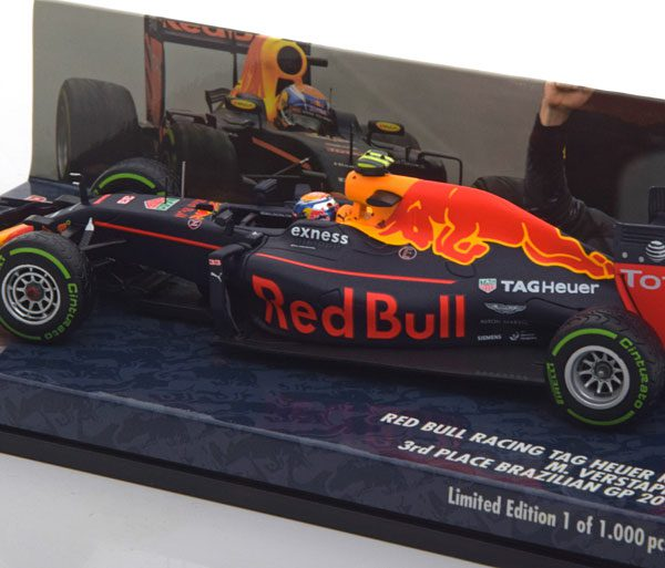 Red Bull Racing RB12 - Max Verstappen - 3e plaats GP Brazilie 2016 1-43 Minichamps