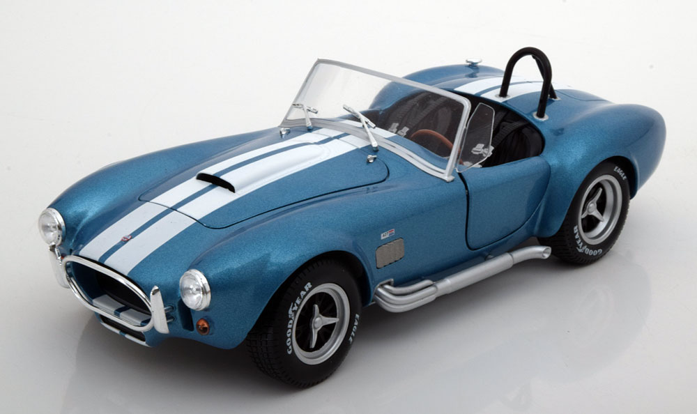 Shelby Cobra 1965 Blauw 1-18 Solido