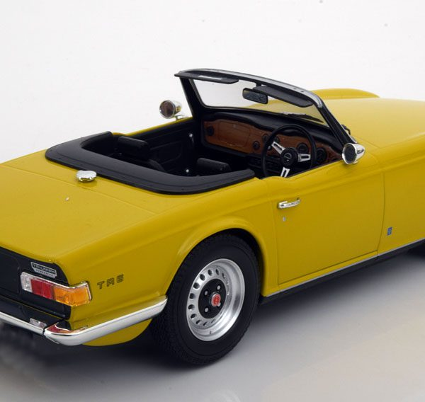 Triumph TR-6 1973 Geel 1-18 Minichamps Limited 402 Pieces