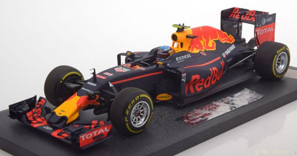 Red Bull Racing TAG Heuer RB12 1st Win GP Spanje Max Verstappen 2016 Schaal 1/18 Minichamps ( Resin )Limited 1670 Pcs