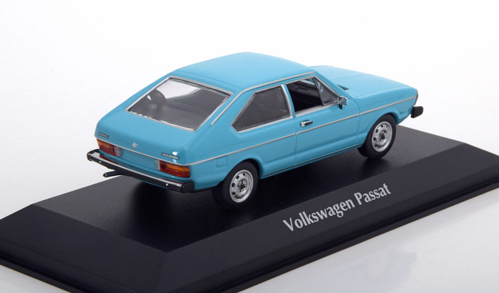 Volkswagen Passat 1975 Lichtblauw 1-43 Maxichamps
