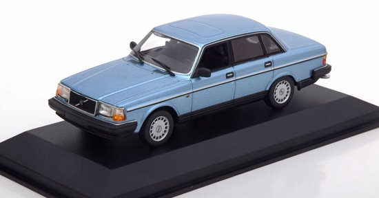 Volvo 240 GL 1986 Blauw Metallic 1-43 Maxichamps