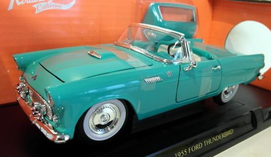 Ford Thunderbird 1955 Cabriolet Groen 1-18 Lucky Diecast