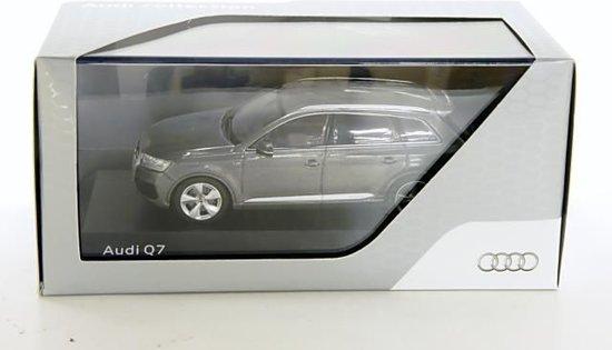 Audi Q7 2015 Granit Grijs 1-43 Spark Dealer