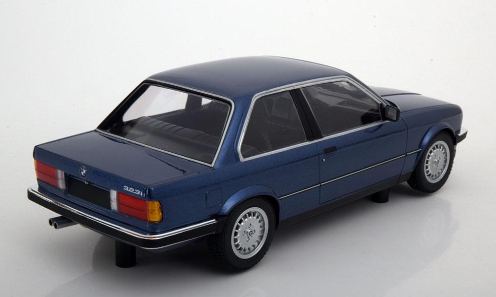 BMW 323i E30 Limousine 1982 Blauw Metallic 1-18 Minichamps Limited 504 Pieces