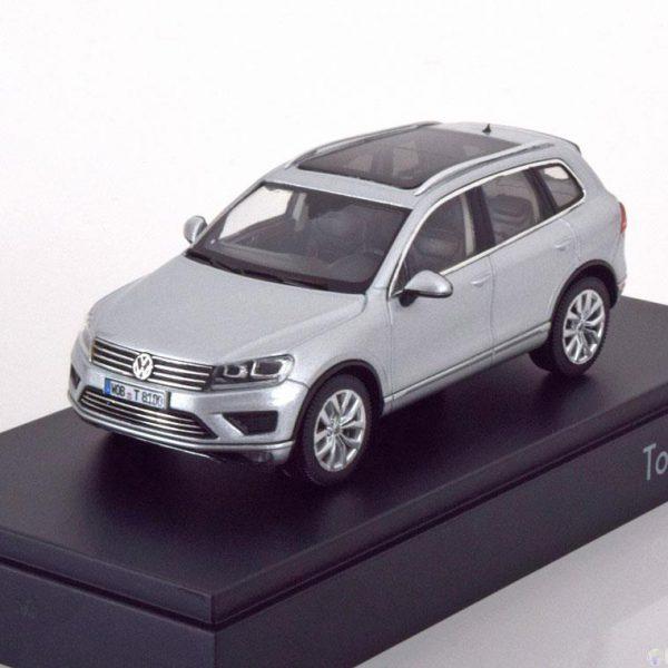 Volkswagen Touareg 2015 Zilver Metallic 1-43 Herpa