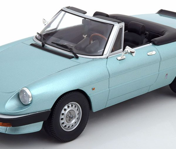 Alfa Romeo Spider 3 Serie 1 1983 Turkis Blue Metallic 1-18 KK Scale Limited 750 Pieces