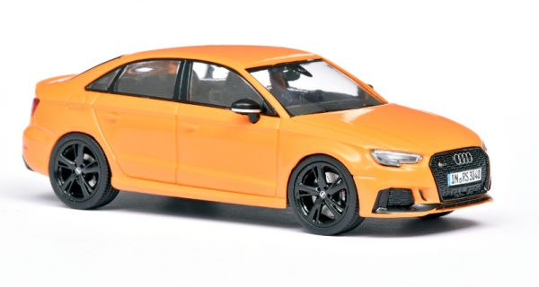 Audi RS 3 Limousine 2016 Oranje 1:43 iScale