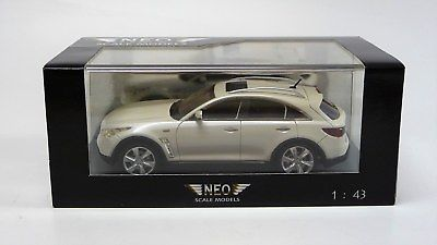 Infiniti FX50S Wit 1:43 Neo scale models