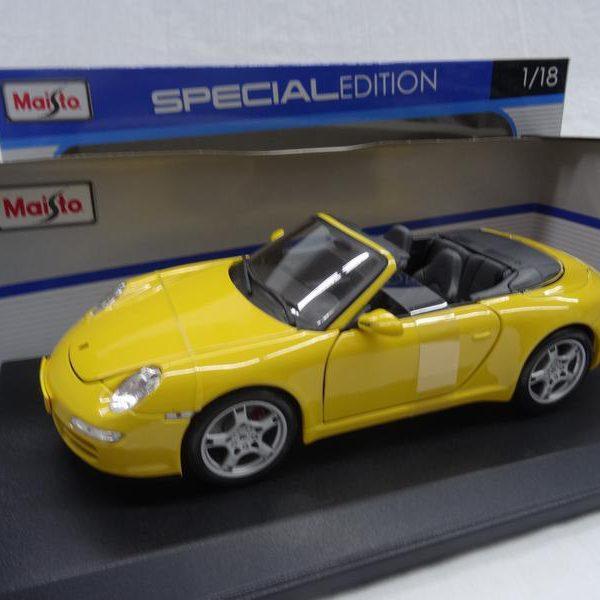 Porsche 911 Carrera S ( Type 997 ) Cabriolet Geel 1-18 Maisto