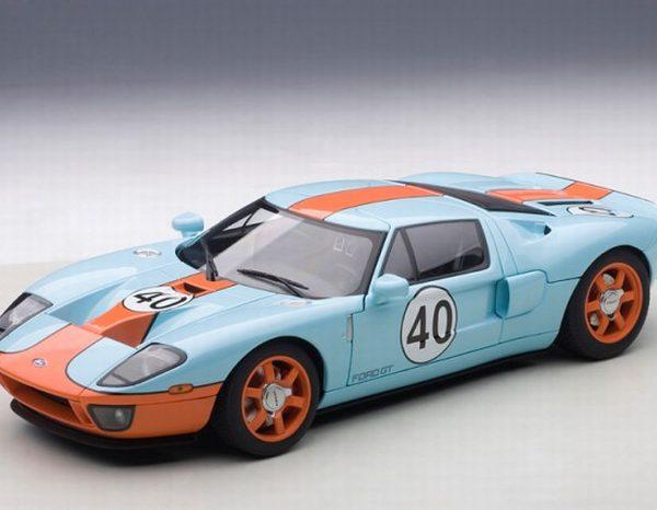 """Ford GT """"Gulf"""" Nr# 40 Lichtblauw 1-18 Autoart"""
