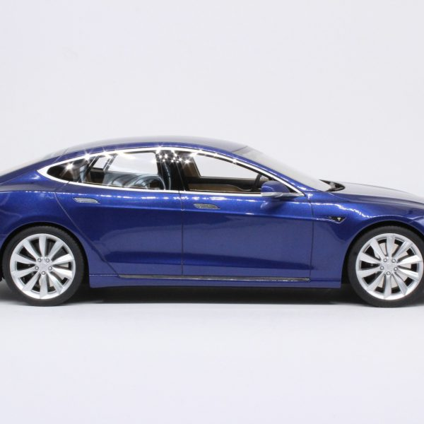 Tesla Model S Facelift Blauw 1-18 LS Collectibles Limited 250 Pieces