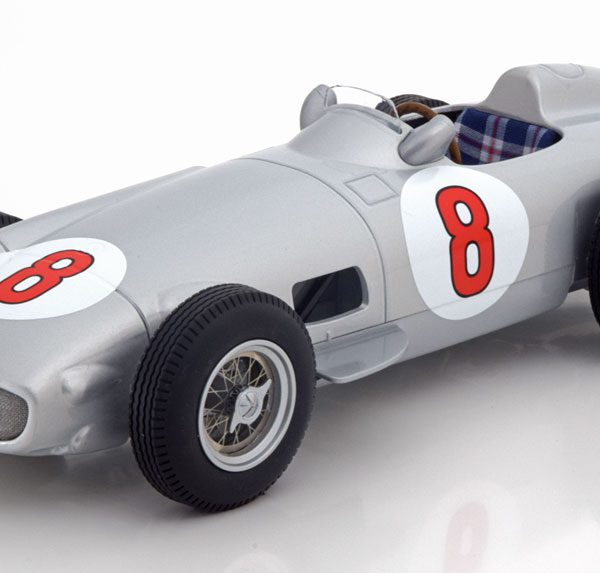 "Mercedes-Benz W196 Nr# 8 GP Holland 1955 World Champion ""Fangio ""1-18 Iscale"