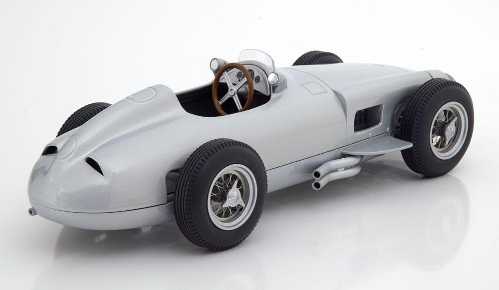 Mercedes-Benz W196 Plain Body Version 1954 Zilver 1-18 Iscale