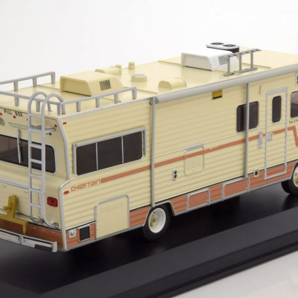 Dale's 1973 Winnebago Chieftain The Walking Dead 1:43 Greenlight