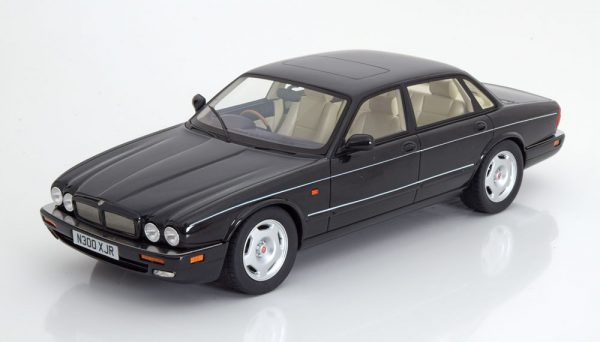 Jaguar XJR X300 1995 Zwart Metallic 1-18 Cult Scale Models