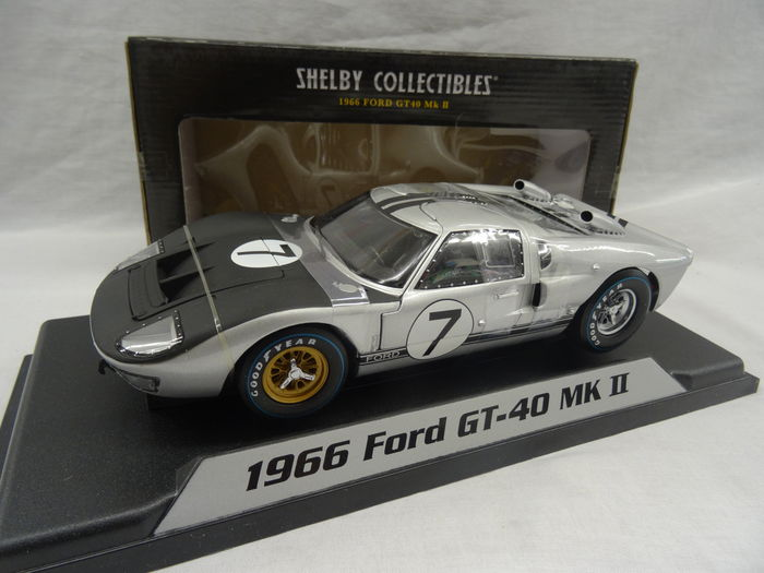 Ford GT 40 MK II 1966 Nr# 7 Zilver/ Zwart 1-18 Shelby Collectibles