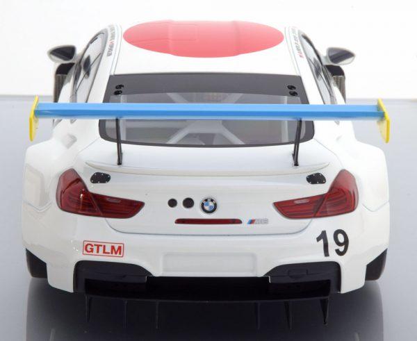 BMW M6 GTLM Art Car by John Baldessari No.19, 24h Daytona 2017 Auberlen/Sims/Farfus/Spengler 1-18 Kyosho Inklusief Vitrinekast ( Nr.17 )