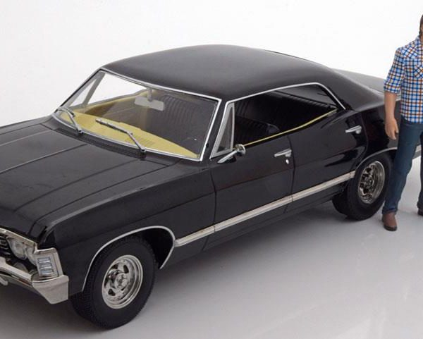 Chevrolet Impala Sport Sedan 1967 Super Natural Join The Hunt met figuren 1:18 Zwart Greenlight