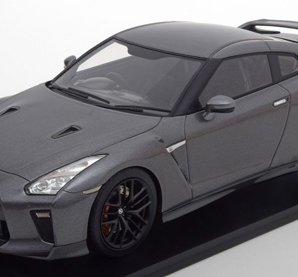 Nissan GT-R R35 2017 Grijs Metallic 1-18 Tarmac Works Limited 252 Pieces