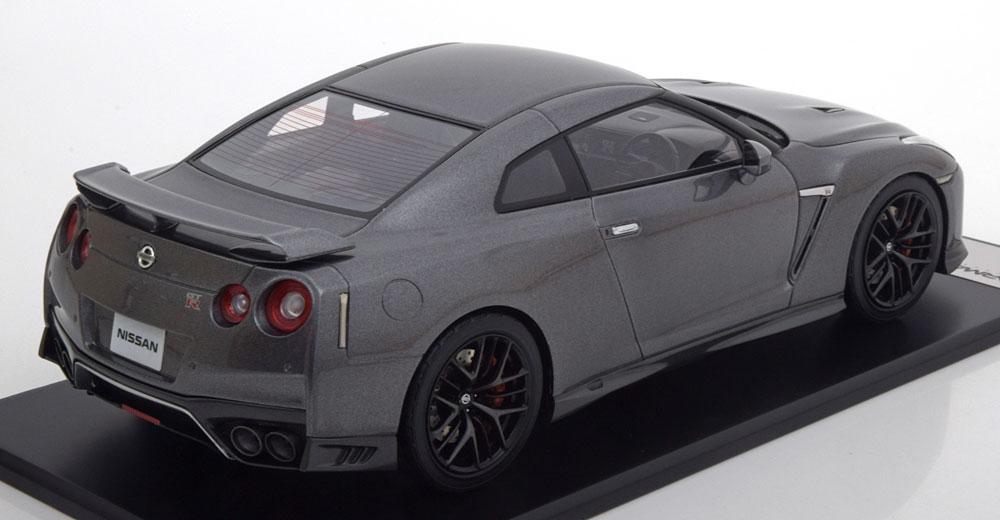 Nissan GT-R R35 2017 Grijs Metallic 1-18 Tarmac Works Limited 252 Pieces