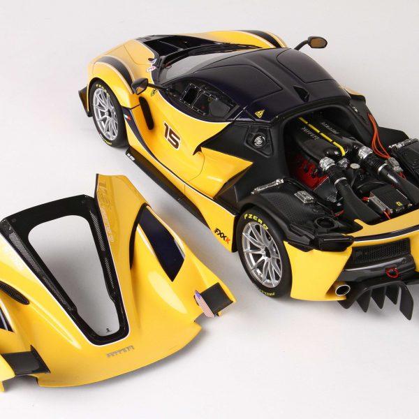 Ferrari FXX K Giallo Modena/Blu Scozia roof Car no. 15 Met afneembare kap & inclusief kunststof vitrine 1:18 BBR Models Limited 12 pcs.