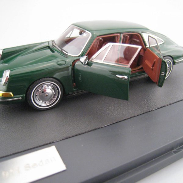 Porsche 911 Sedan Troutman & Barnes 1967 Groen 1:43 ( Christmas Edition) Limited 299 Pieces Matrix Scale Models