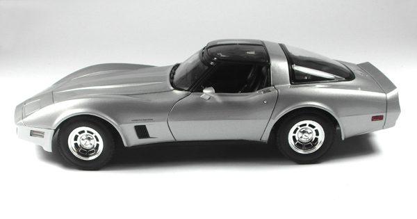 Chevrolet Corvette Coupé 1982 Zilver 1:18 Welly