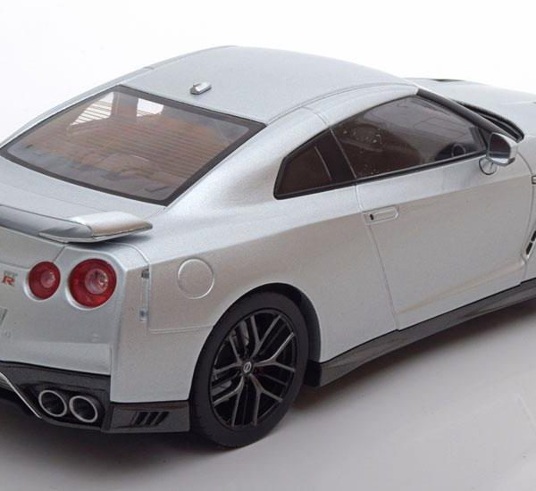 Nissan GT-R 2017 1:18 Zilver Tripel 9 Collection
