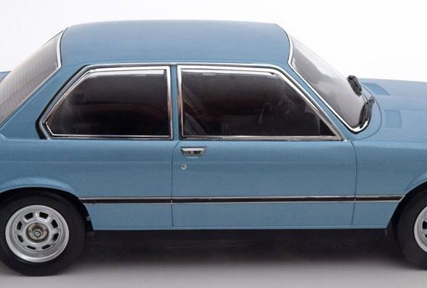 Audi 100 Coupe S 1970 Donkerood 1-18 KK Scale Limited 400 Pieces