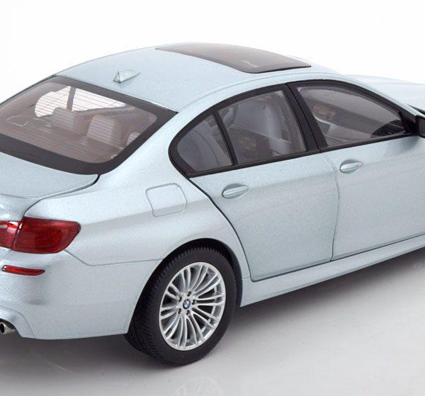 BMW M5 F10 Limousine 2011 Zilverblauw Metallic 1-18 Paragon Models