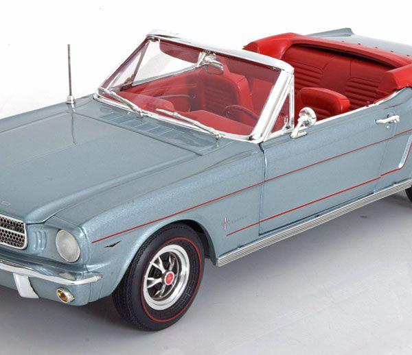Ford Mustang Convertible 1965 Blauwgrijs /Rood 1-18 Ertl Autoworld