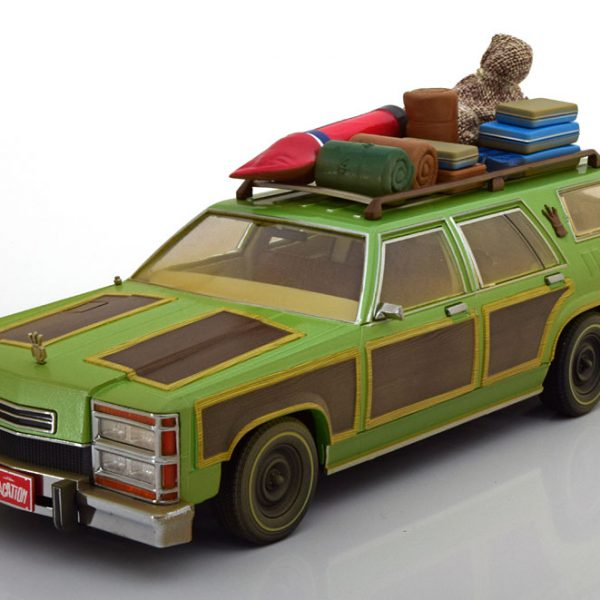 "Chevrolet Wagon Queen ""Film Family Truckster Vacation"" with Luggage 1-18 Greenlight Collectibles"