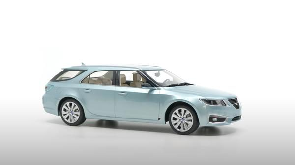 Saab 9-5 Sportcombi 2010 Gletsjer Zilver 1-18 DNA Collectibles Limited 320 Pieces