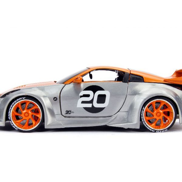 Nissan 350Z Nr# 20 2003 20th Anniversary Option- D Zilver / Oranje 1-24 Jada Toys