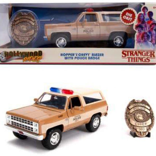"Chevrolet K5 Blazer ""Hopper's Stranger Things"" 1980 + Police Badge Hwakins Police 1:24 Jada Toys"
