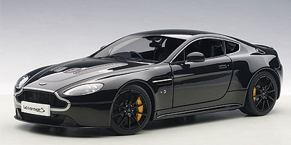 Aston Martin V12 Vantage S 2015 Zwart 1-18 Autoart