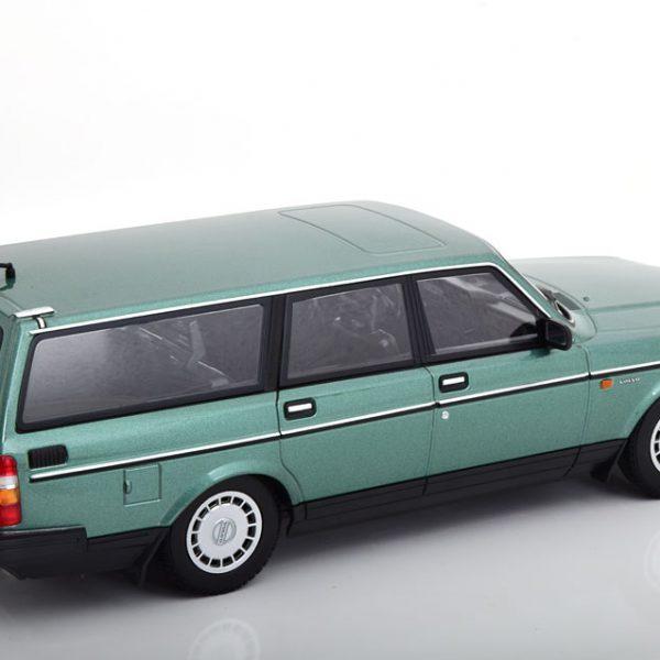 Volvo 240 GL 1986 Break Groen Metallic 1-18 Minichamps Limited 600 Pieces